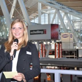 Messe Moderatorin Janine Mehner in Hannover auf der Ligna, Messemoderation